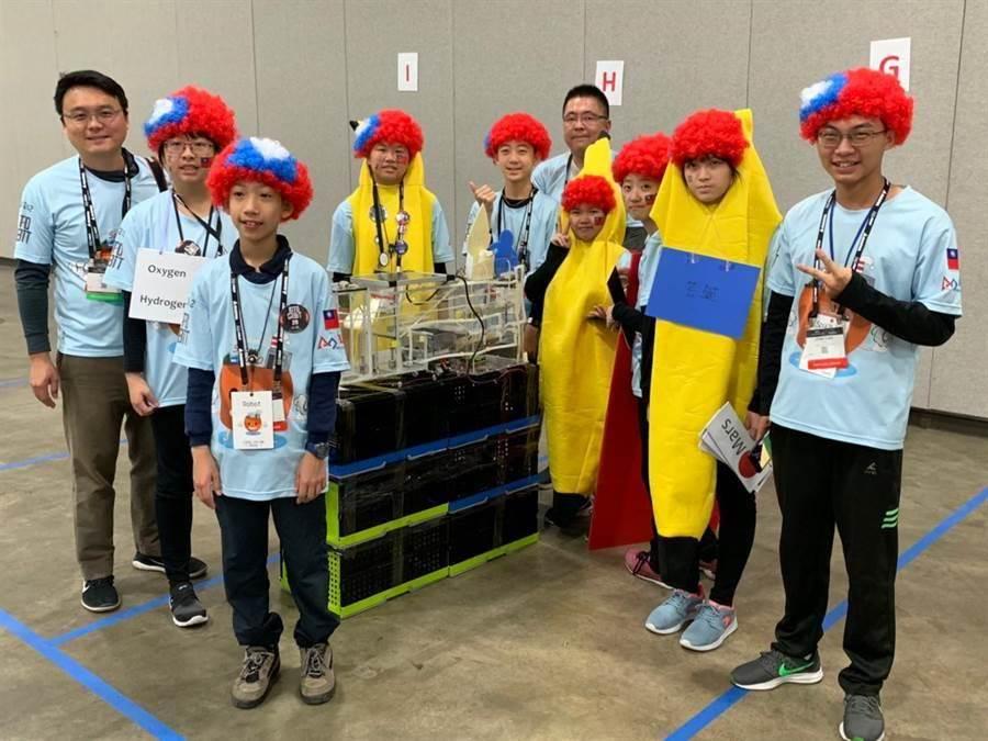 溪南國中團隊到美國底特律參加「2019FIRST機器人世界賽」,奪下世界第二名。(校方提供)