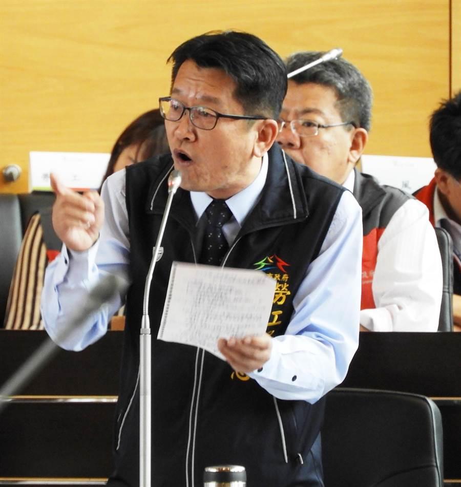 勞工局長吳威志說,維護行政中立,因有檢舉事件他請示勞動部、市總工會等回函後才召開。(陳世宗攝)