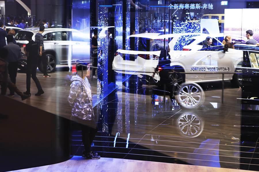 2019上海國際車展,奔馳展台吸引民眾前來。(中新社資料照片)