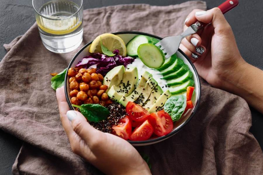 醫生表示,據研究指出,低醣飲食可能會提高心臟病、癌症等風險。(圖/達志影像)