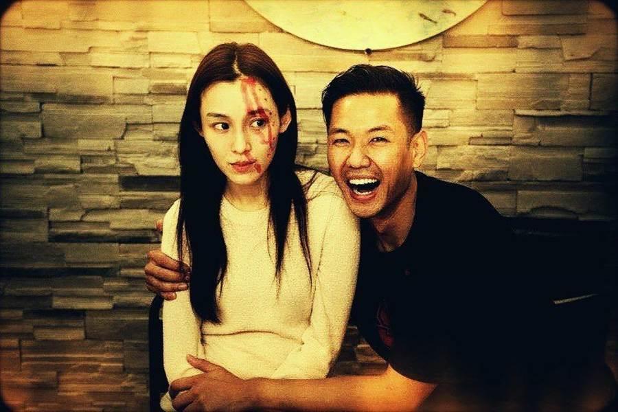 范范和黑人7日慶祝結婚8周年,臉上血妝效果十足。(翻攝自臉書)
