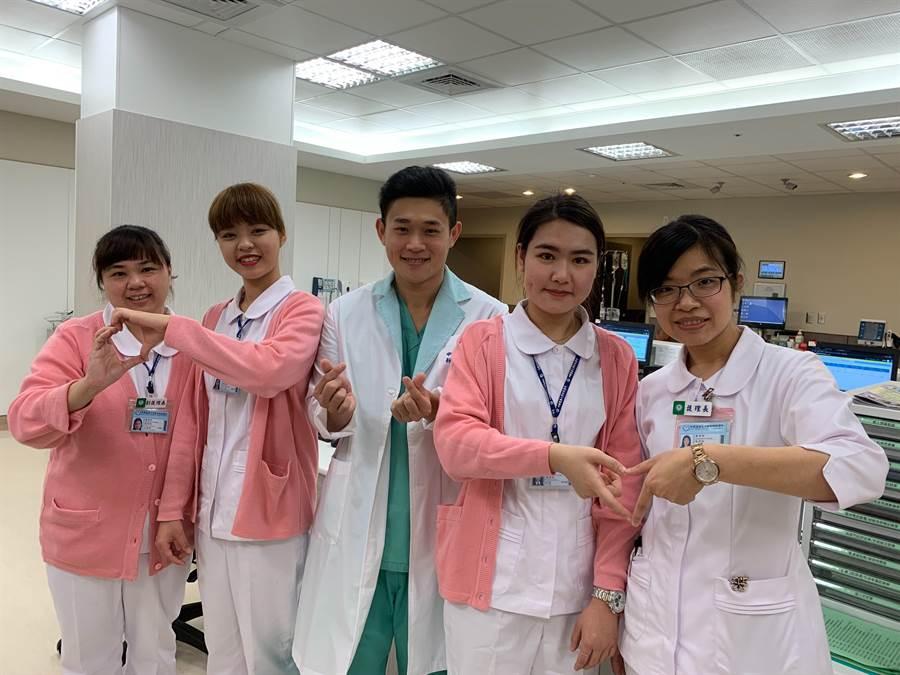國際護理師節將至,中國醫藥大學新竹附設醫院護理師,分享工作的甘苦談。(莊旻靜攝)