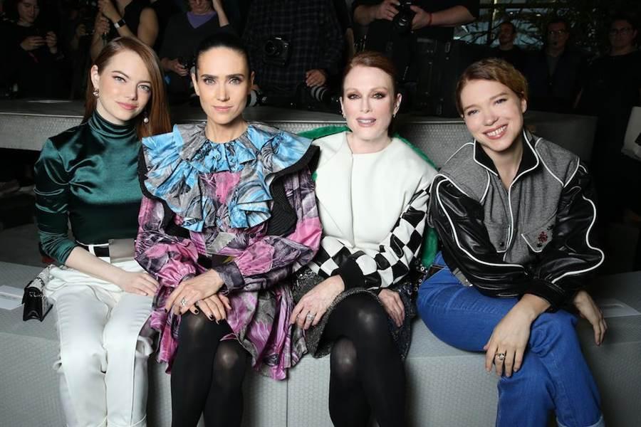 艾瑪史東(左起)、珍妮佛康納莉、茱莉安摩爾和蕾雅瑟杜一起開心聊天。(LV提供)