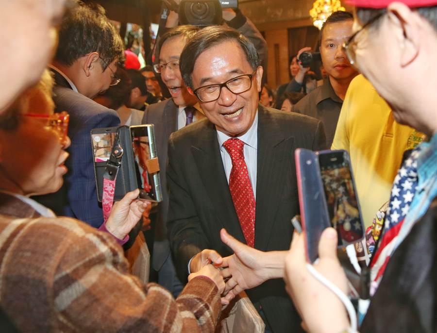 前總統陳水扁9日出席凱達格蘭基金會14周年餐會,受到支持者熱烈歡迎。(王英豪攝)