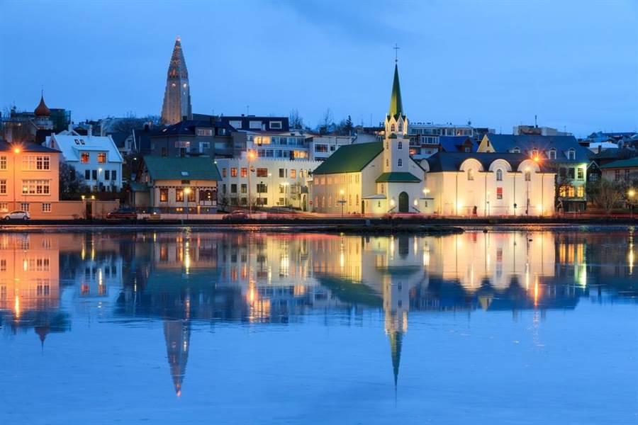 圖為冰島首都雷克雅維克市容。(達志影像/shutterstock)