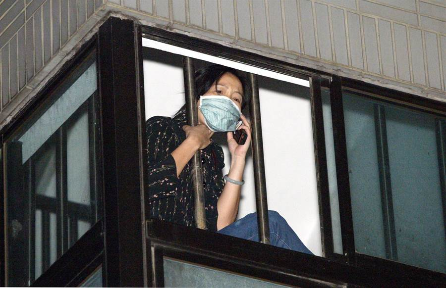 當時台北和平醫院爆發院內集體感染,有不少人員被隔離,只能透過電話與外界聯繫。(陳志源攝)