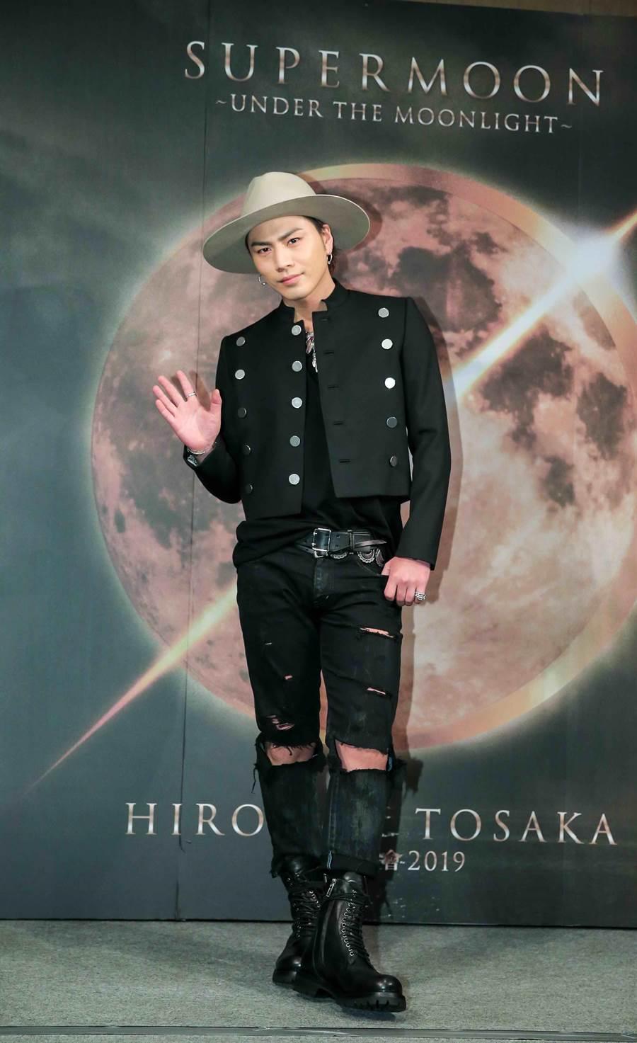 登坂廣臣帥氣登台,為7月的演唱會宣傳預熱。(盧禕祺攝)