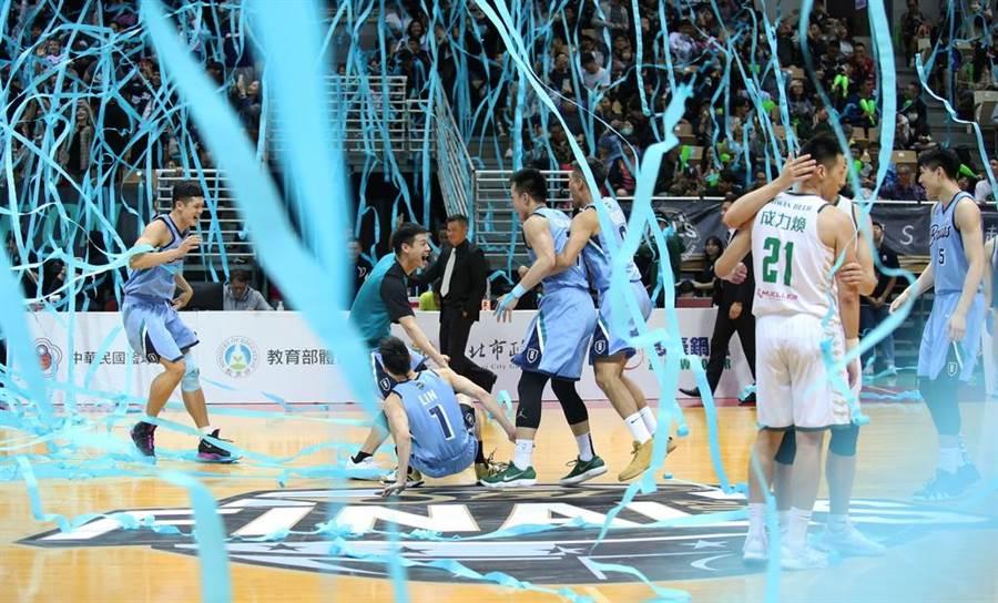 富邦在總冠軍賽如同總教練許晉哲所說,場場都有人跳了出來。(中華籃協提供)