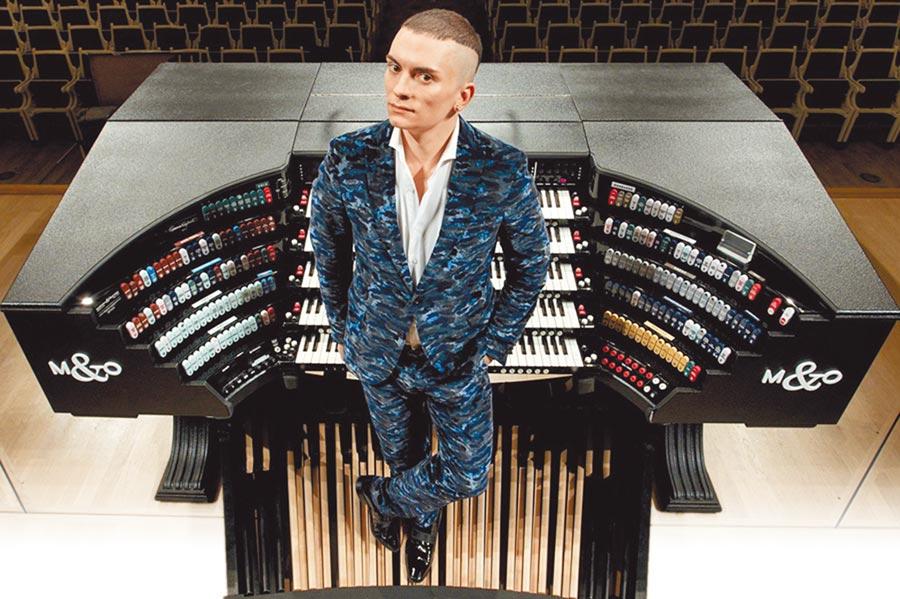 當代管風琴之王的音樂家卡麥隆,以精湛管風琴演奏技巧享譽全球,他對音樂的想像力豐沛、有活力,都透過管風琴呈現。(牛耳藝術提供)