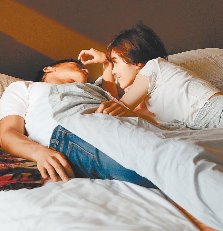 郁可唯(右)與鍾承翰親密床戲,心情緊張。