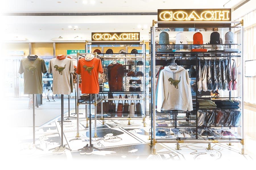 台北101購物中心1樓設有Rexy Capsule Collection快閃店,Hoodie上衣是熱賣款式。(Coach提供)