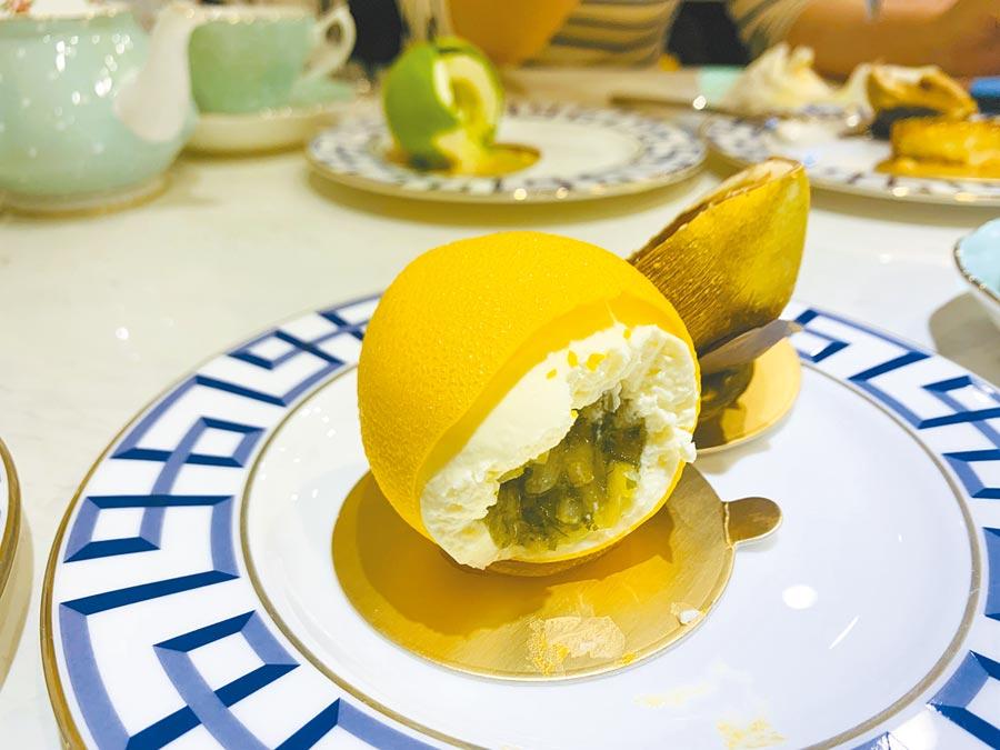 Cedric Grolet擅長擬真水果甜點,招牌「黃檸檬」320元。(吳奕萱攝)