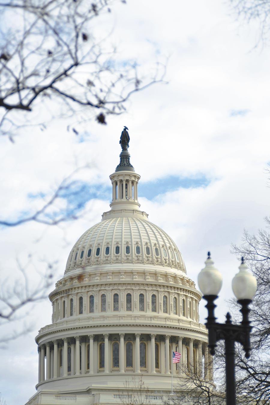 美國聯邦眾議院當地時間7日通過《2019年台灣保證法》與《重新確認美國對台及對執行台灣關係法承諾》決議案。圖為美國國會山莊。(新華社資料照片)