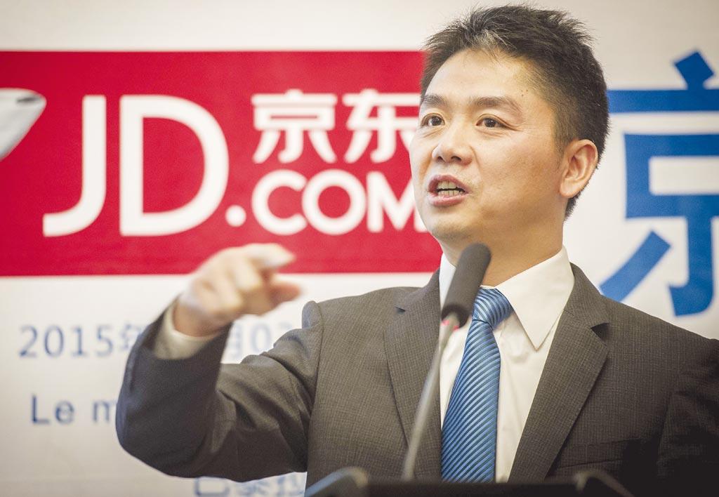 京东创办人刘强东因京东物流全年亏损人民币23亿元,并取消快递员底薪,引起市场讨论。图/新华社