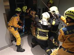 中市大樓施工 電梯墜落工人命危
