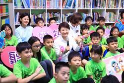 盧秀燕與小學生有約 合唱周杰倫《聽媽媽的話》
