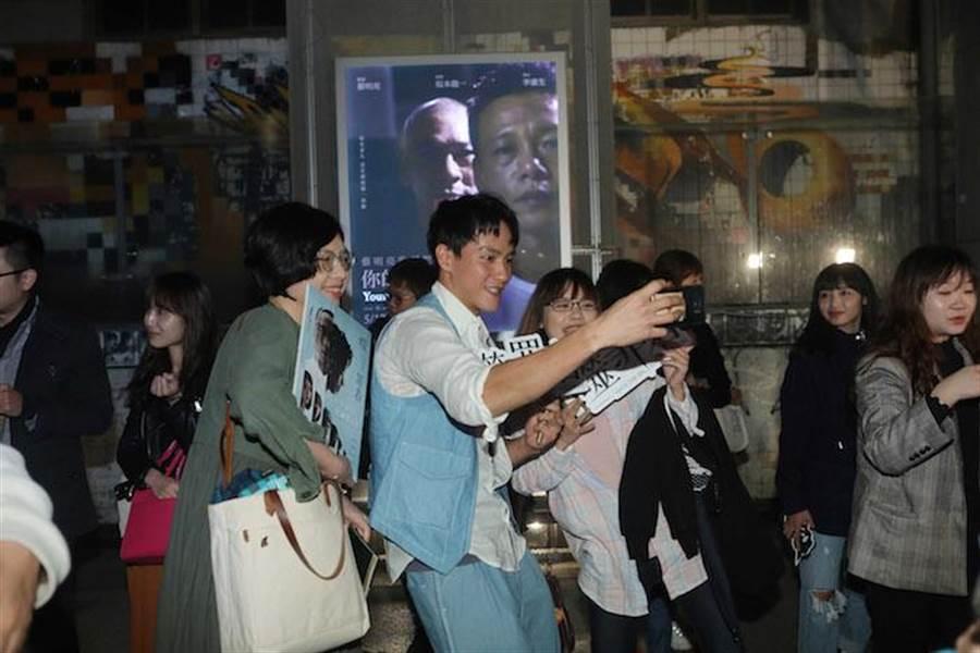 曹晏豪與現場觀眾熱情分享。