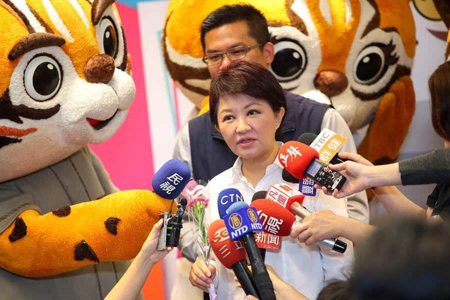 台中市長盧秀燕10日建議蔡總統團隊應積極與美國磋商,降低台灣出口到美國的關稅,思考是否能將訂單轉到台灣。(盧金足攝)