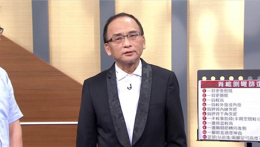 孔鏘上節目自曝患有高低肩。(圖片提供:年代)