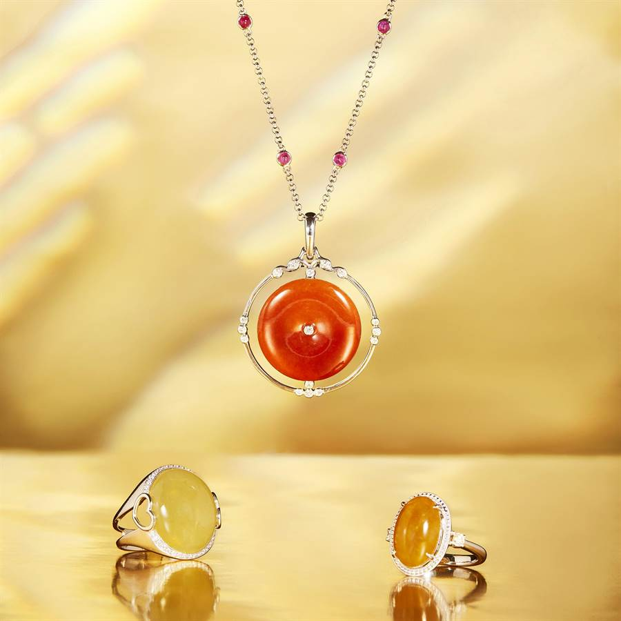 玉世家春夏主打暖色系的翡翠珠寶,紅翡黃翡近來身價水漲船高。(JADEGIA提供)