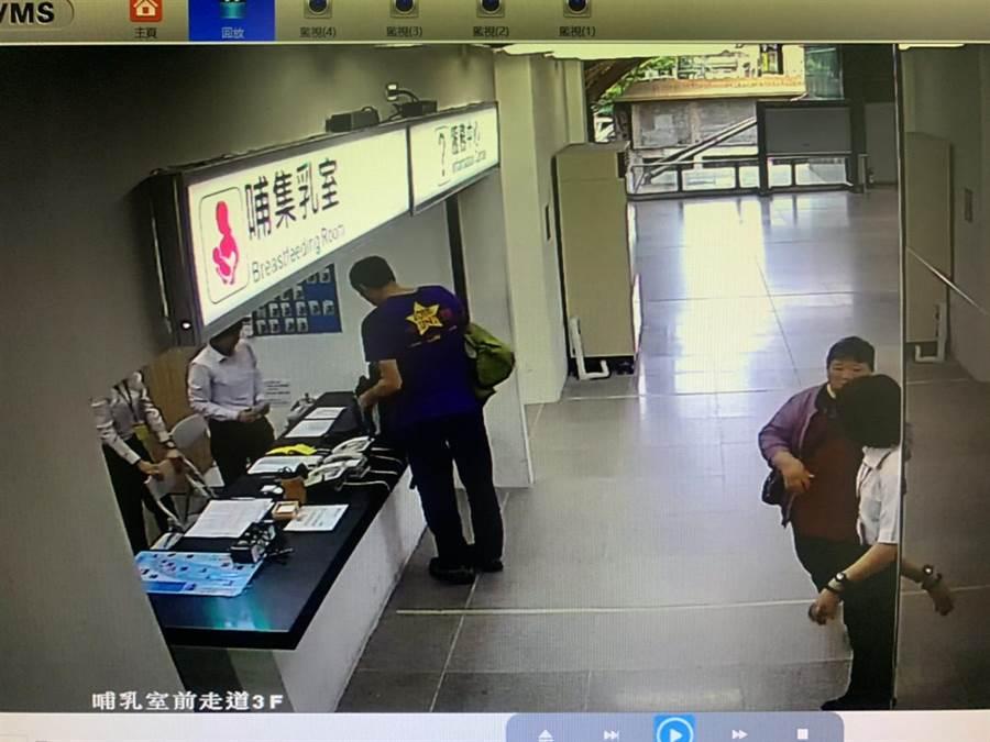 台東1名70歲陳劉阿嬤(右2)因不知道搭火車不能帶鳥禽類,在松山車站被發現後,緊急安排於花蓮站下車,子女聽聞隨即送台北開車南下,要親自送媽媽回家。(張祈翻攝)