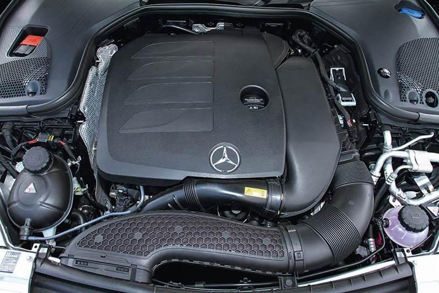 搭載2.0升渦輪增壓引擎,可輸出299匹最大馬力,加上48V EQ Boost,又額外增加14匹馬力。