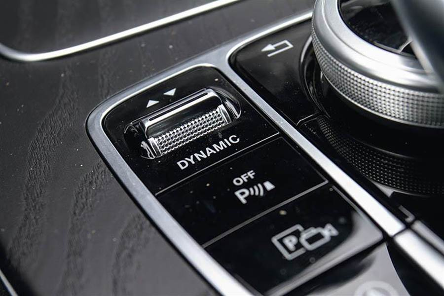 可透過Dynamic Select按鍵調整不同駕駛模式。
