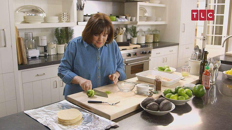 從事專業烹飪與烘培有數十年經驗的艾娜加騰,被譽為「赤腳女伯爵」。(TLC旅遊生活頻道)