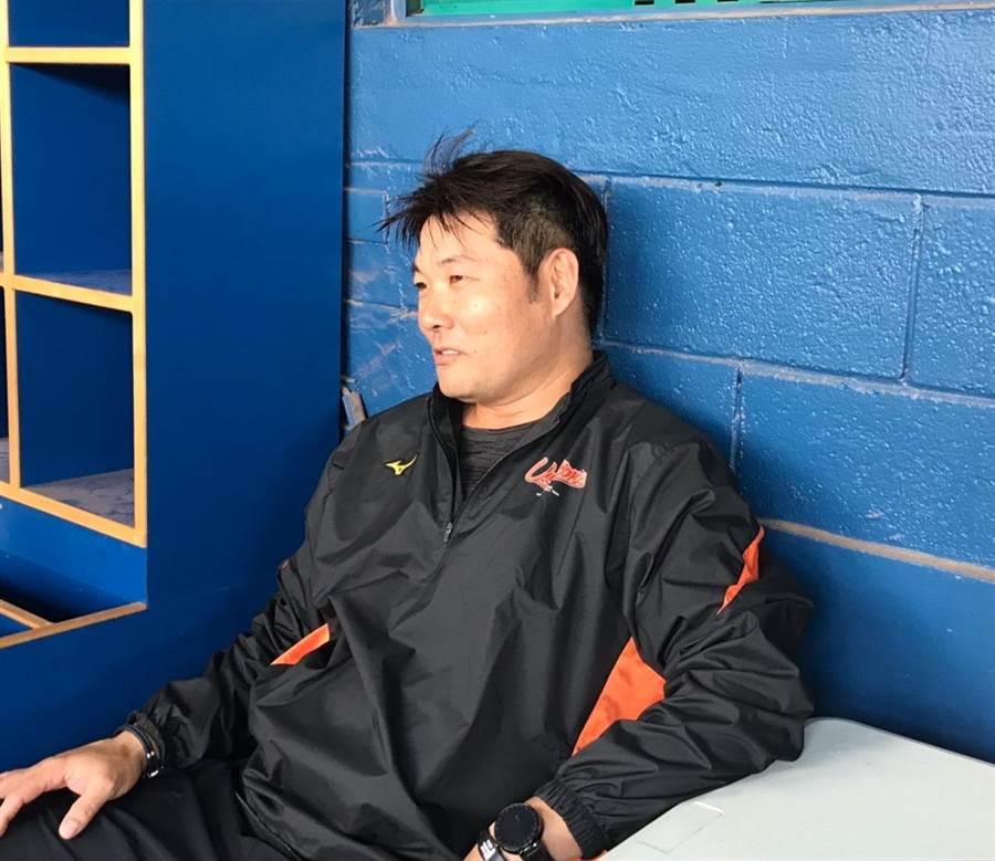 統一獅總教練黃甘霖賽前透露會將狀況不穩的奧斯丁改定位為長中繼。(鄧心瑜攝)
