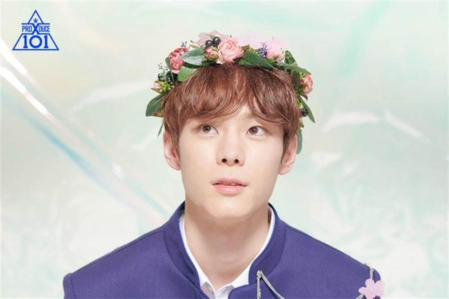 尹瑞彬原是周子瑜公司JYP娛樂的師弟,大好前程因為過去的黑歷史斷送。(圖/翻攝自官網)