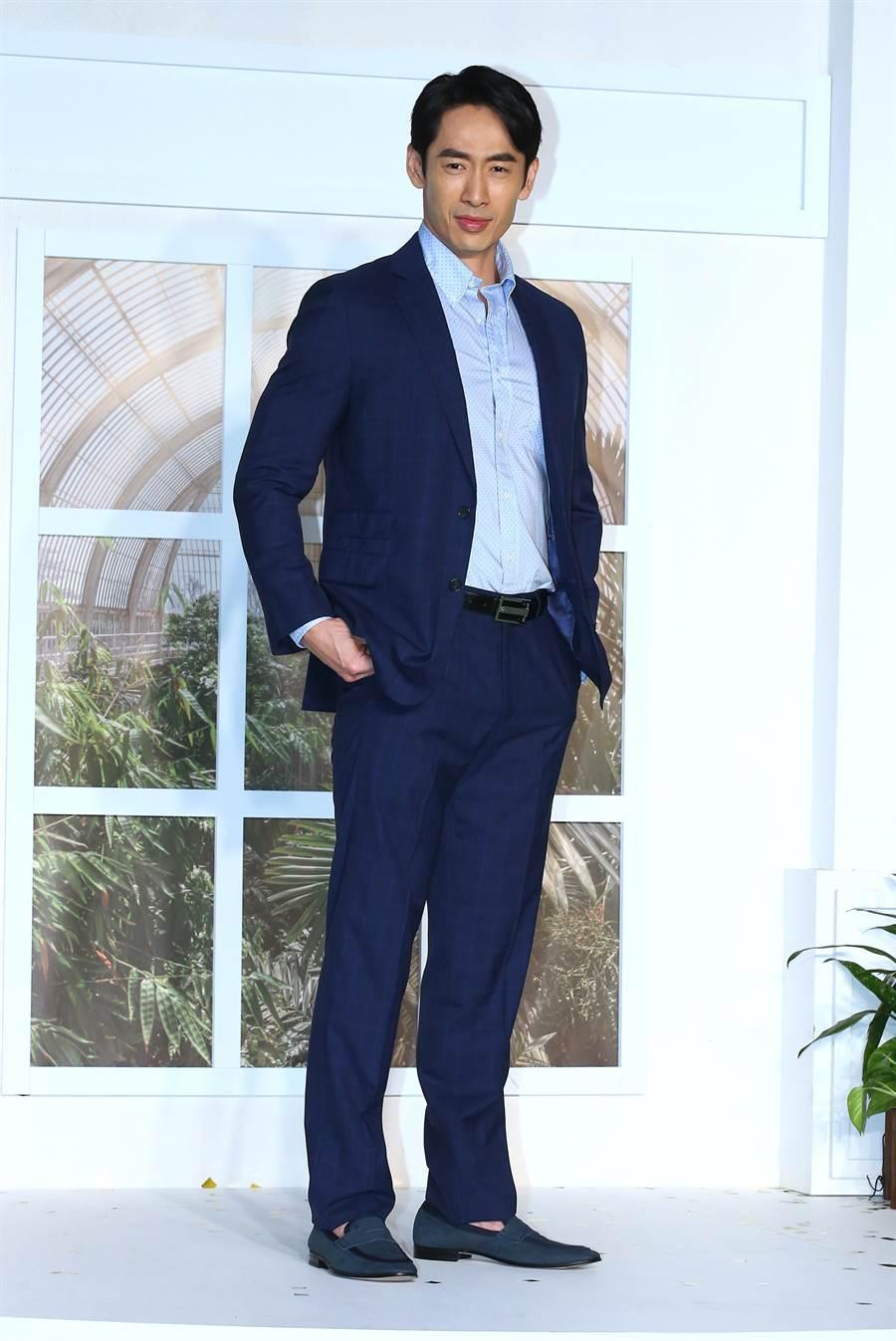 路斯明因父親傳承S.T. Dupont,對品牌有很深的情感,穿Brooks Brothers帥氣有型。(粘耿豪攝)