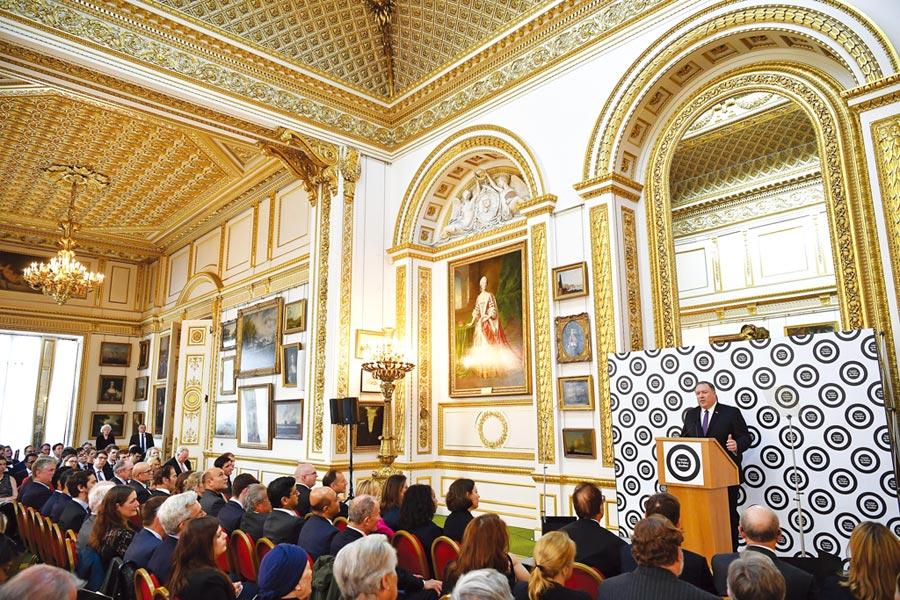 美國國務卿蓬佩奧於英國倫敦發表演說。圖/美聯社