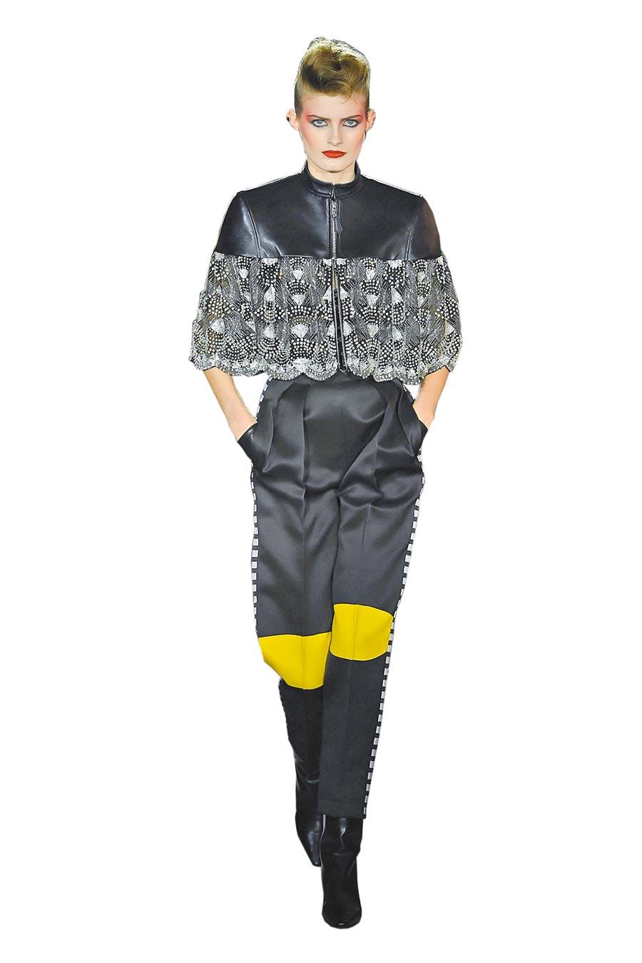 模特兒上身的短版外套,水鑽拼接出的類蕾絲裝飾呈現出柔美華麗。長褲上拼接的螢光黃是本季重點色。(LV提供)
