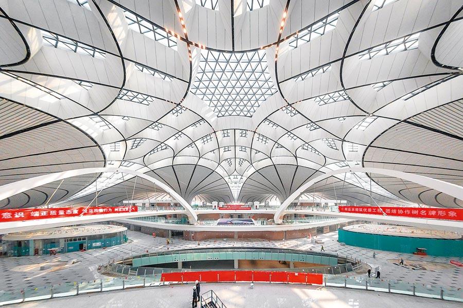 北京大興國際機場內部裝修。(CFP)