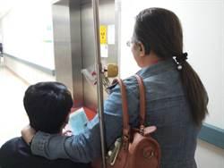 最棒母親節禮物 送養23年兒子重回生母懷抱