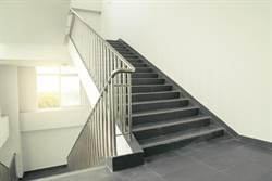 到不了二樓…遇鬼打牆樓梯超崩潰