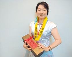 台南護理師戴黃絲帶 連署捍專業