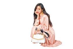 Samantha Thavasa背著甜美 郊遊踏青樂