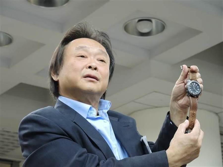 王世堅6日在政論節目上表示韓國瑜專長是「編織夢想」,網友看到傻眼,直說「這哪門子的緩頰」,更揶揄說韓冰一出國就不演了。(圖/本報資料照)