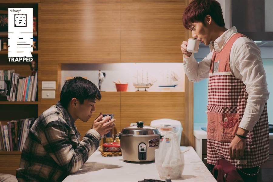 卞慶華(左)與陳廷軒(右)在劇中一遇上就超甜互動。(圖/CME提供)