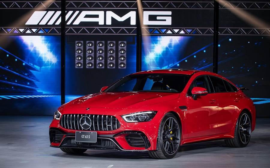 The All New Mercedes-AMG GT 63 S 4MATIC+搭載Race Start起跑控制功能,輕鬆掌控639 hp/900 Nm史無前例的極致性能,可在3.2秒完成0-100km/h加速,極速更突破315km/h,售價1125萬元。(台灣賓士提供)
