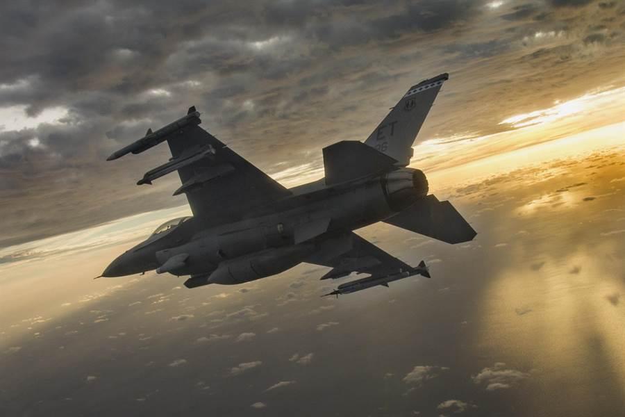 美國空軍F-16戰機的資料照。(美國空軍)