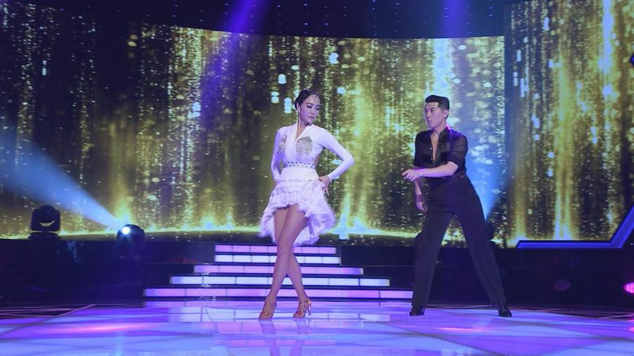 唐玲日前上節目跳國標舞。(圖片提供:民視)