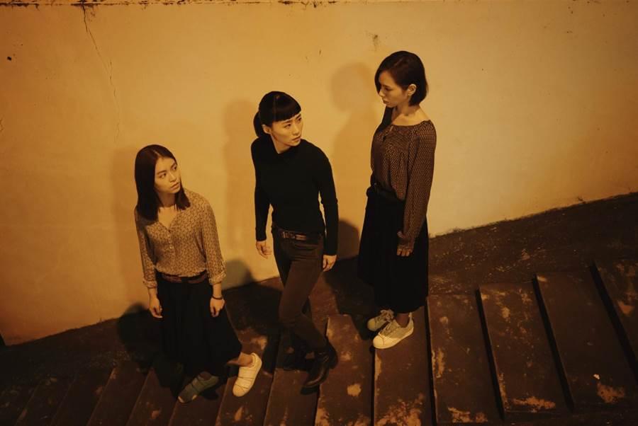 宋芸樺(左起)、吳可熙、夏于喬在片中關係令人好奇。(岸上影像有限公司提供)