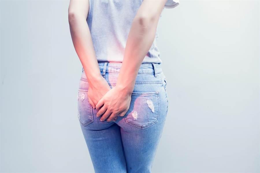女子5年前開始肚子容易脹痛,會忍不住不斷放屁,甚至還會噴黏液,讓她相當困擾。(圖/達志影像)