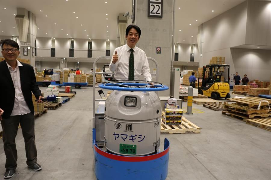 賴清德體驗東京豐洲市場設施。(賴清德辦公室提供)