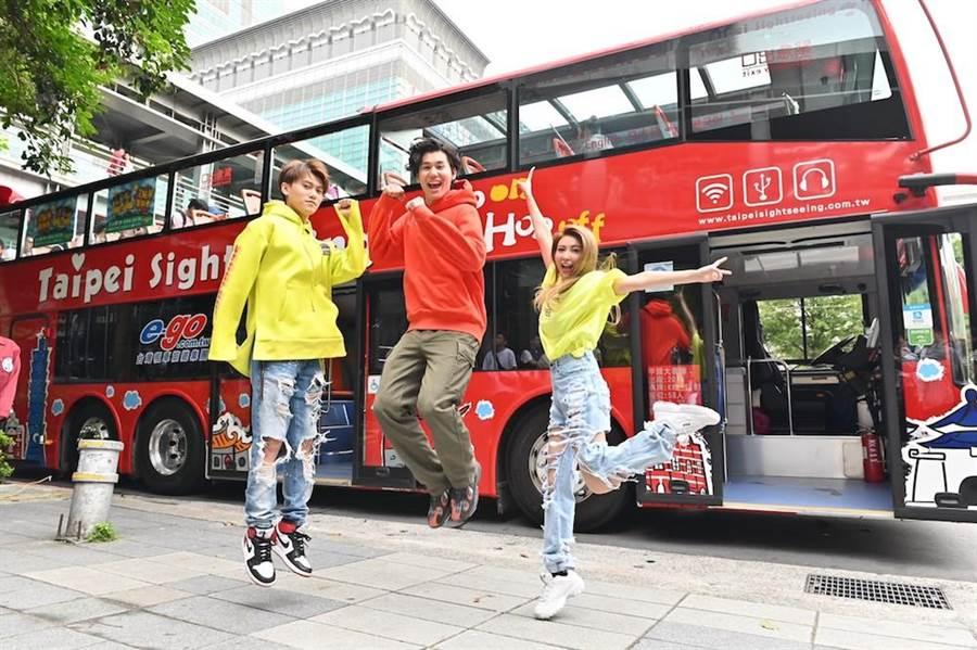 毛弟(左起)、風田與愷樂為了節目改時段,到信義區宣傳。(圖片提供:八大)