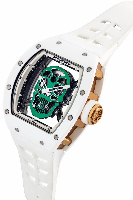 佳士得香港春拍登場的Richard Mille白色陶瓷骷髏頭陀飛輪腕表,為亞洲限量6只中的編號第1只,起拍價約1700萬台幣。(Christie's提供)