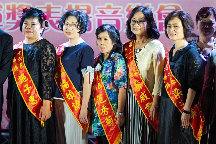 第26屆全國十大傑出愛心媽媽,每位獲獎者都有動人的故事。(袁庭堯攝)