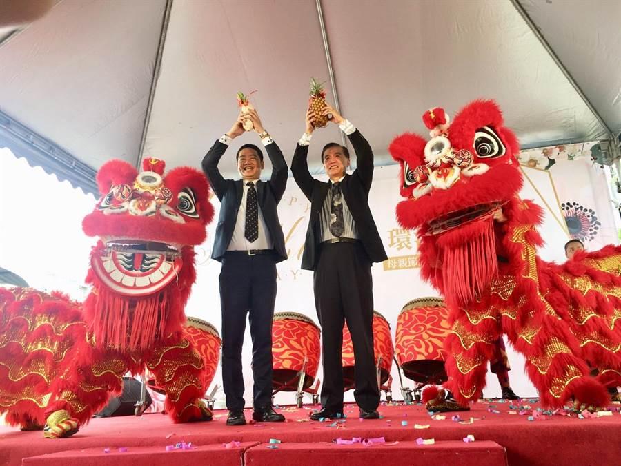左起 林志明專案經理 吳英辰董事長